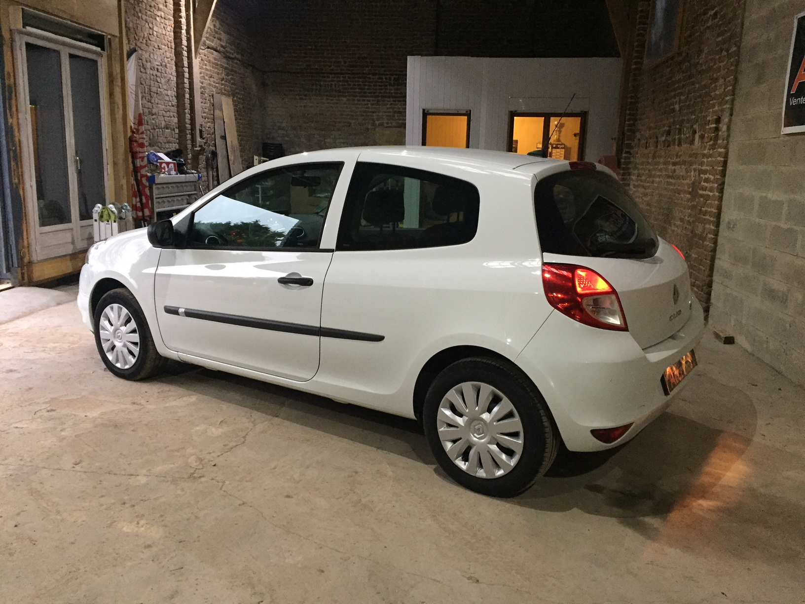 renault clio iii 1 5 dci 75 cv air societe 2 places acce auto. Black Bedroom Furniture Sets. Home Design Ideas
